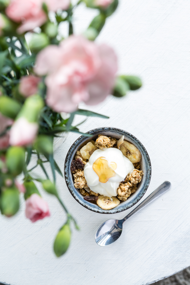 food, photography, fotografie, breakfast, ontbijt, healthy, granola, yoghurt, styling, honing, honey, thailand, thais, soup, soep, fotografie, food, photography, styling, natural, day, light, laura, noppe